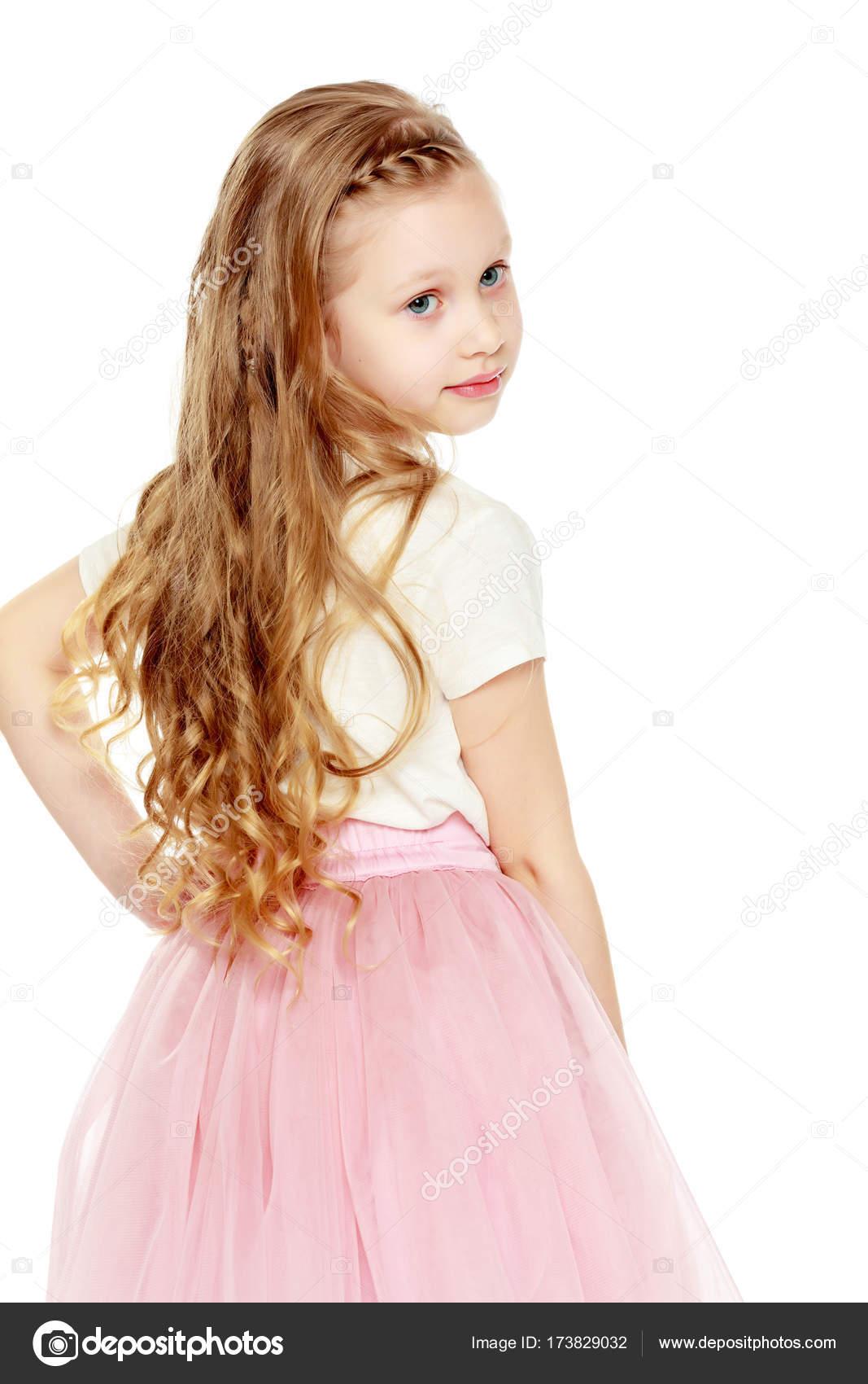 belle petite fille 5 6 ans photographie lotosfoto1 173829032. Black Bedroom Furniture Sets. Home Design Ideas