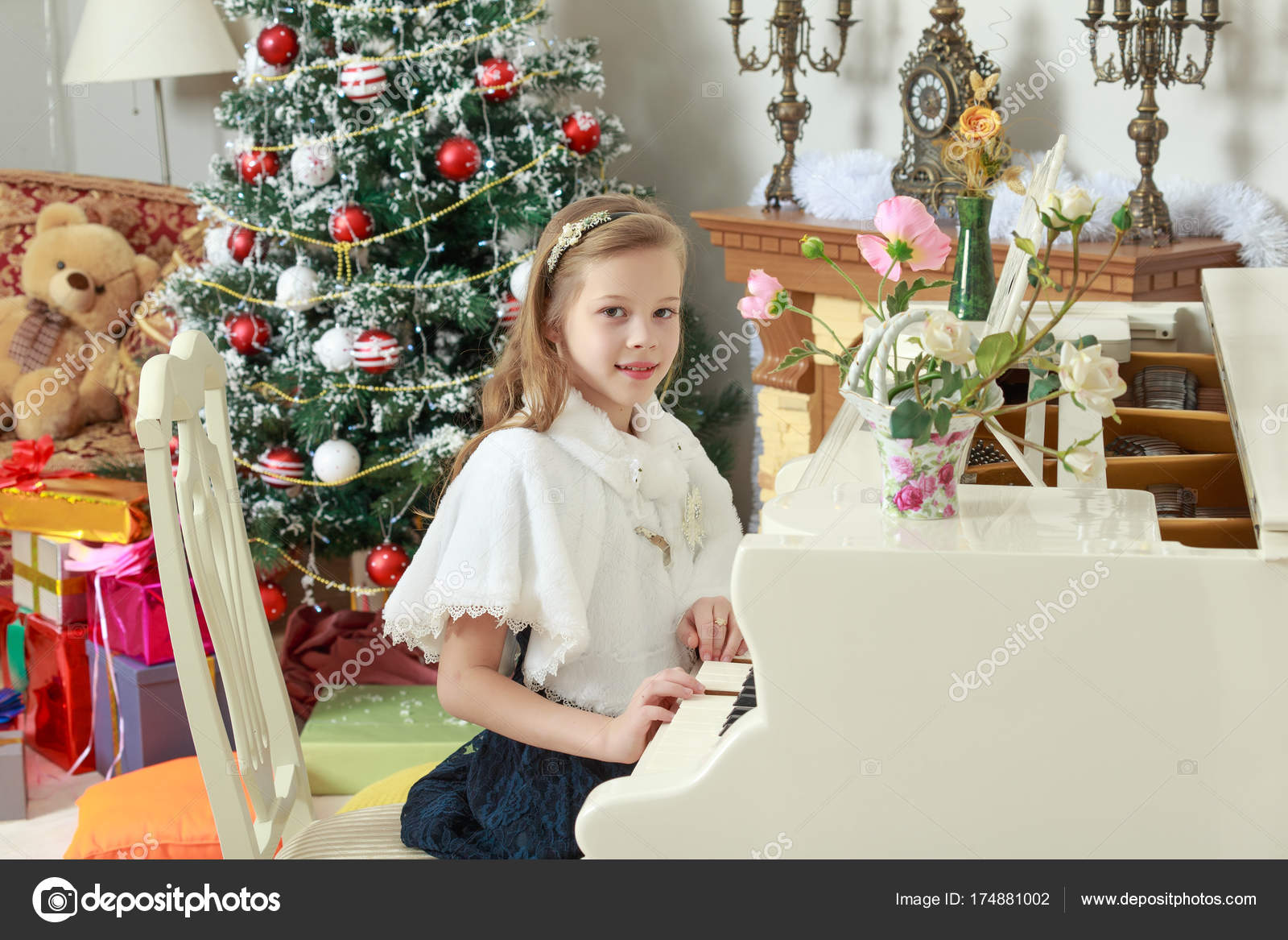 The girl presses the keys of the piano. — Stock Photo © lotosfoto1 ...