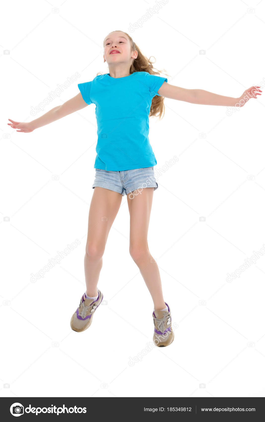 Голая гимнастка прыгает 8