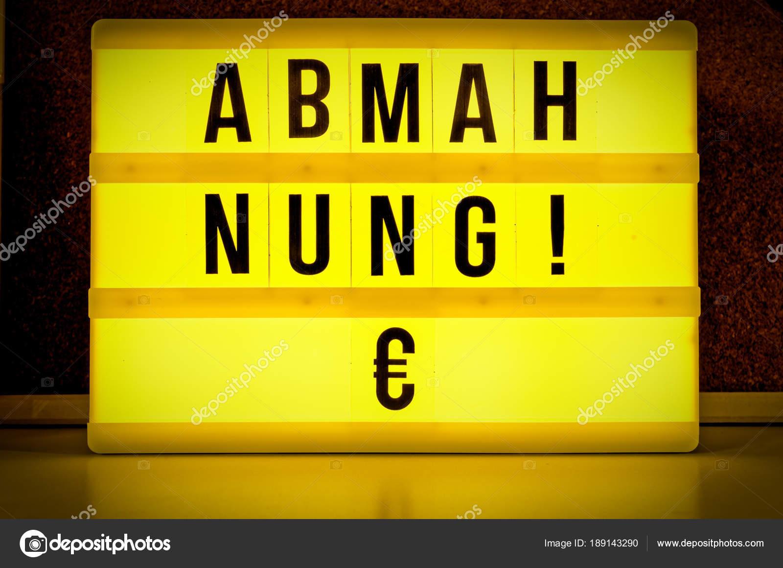 Beleuchtete Panel Mit Dem Deutschen Wort Abmahnung Auf Englisch