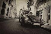Havana Vintage auto na silnici v Havaně