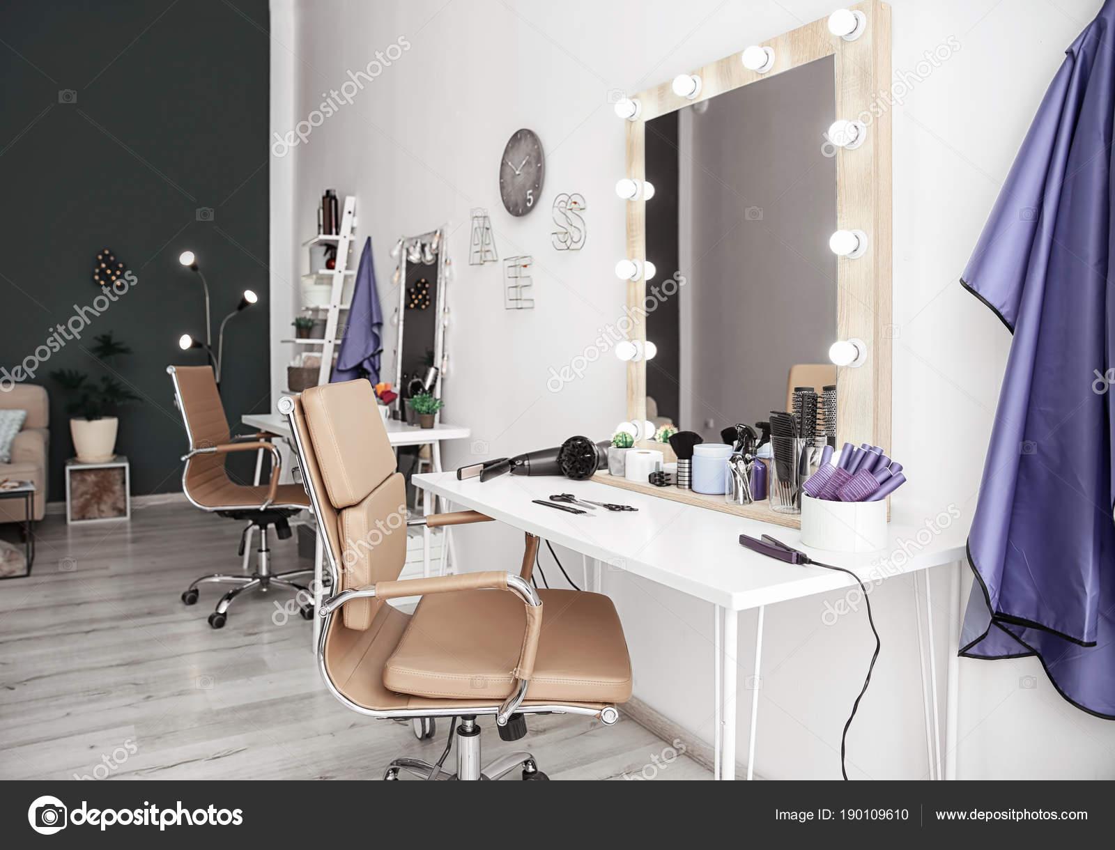 Stilvolle Friseur Salon Interieur — Stockfoto © liudmilachernetska ...