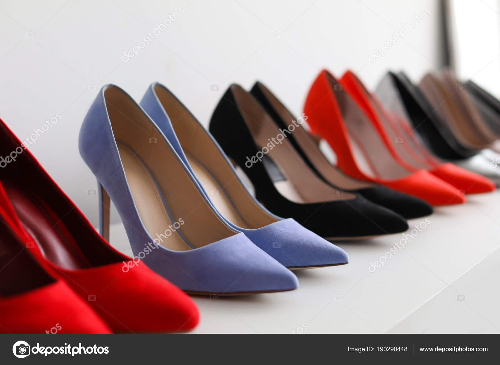 Tacón — De En Estante La Fotos Alto Stock El Zapatos Tienda n0PX8Owk