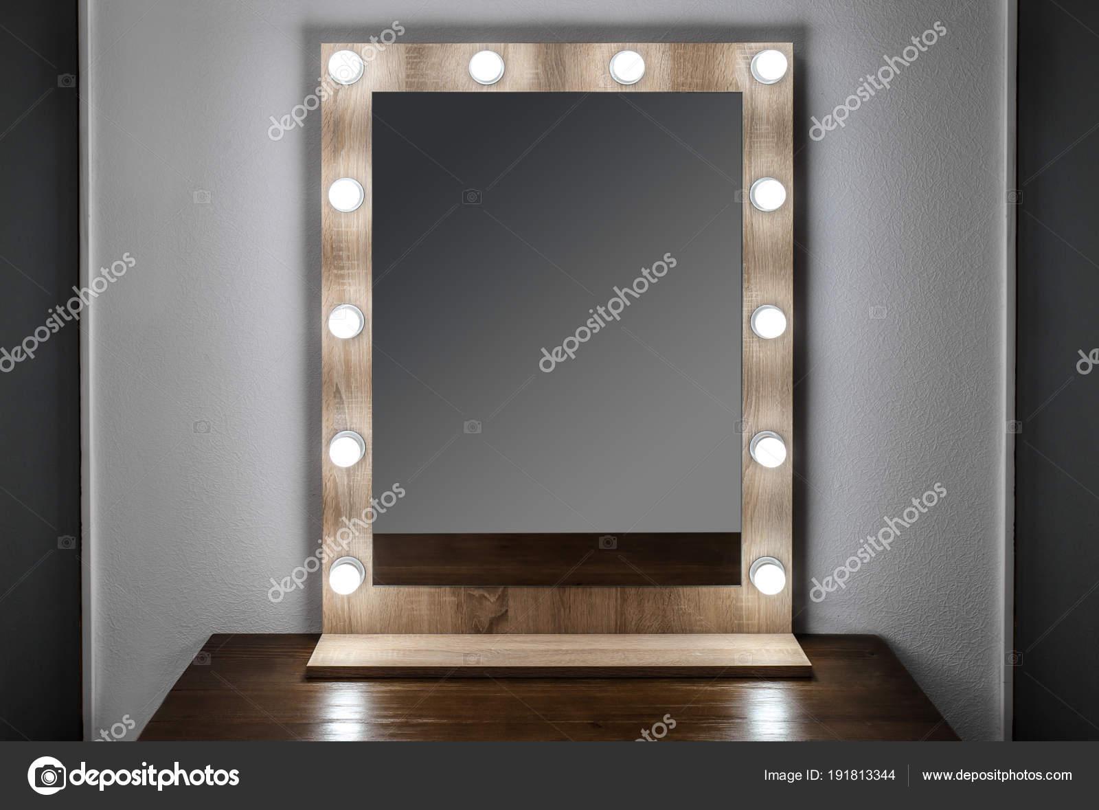 Spiegel Make Up : Schöner spiegel im modernen make up zimmer u stockfoto