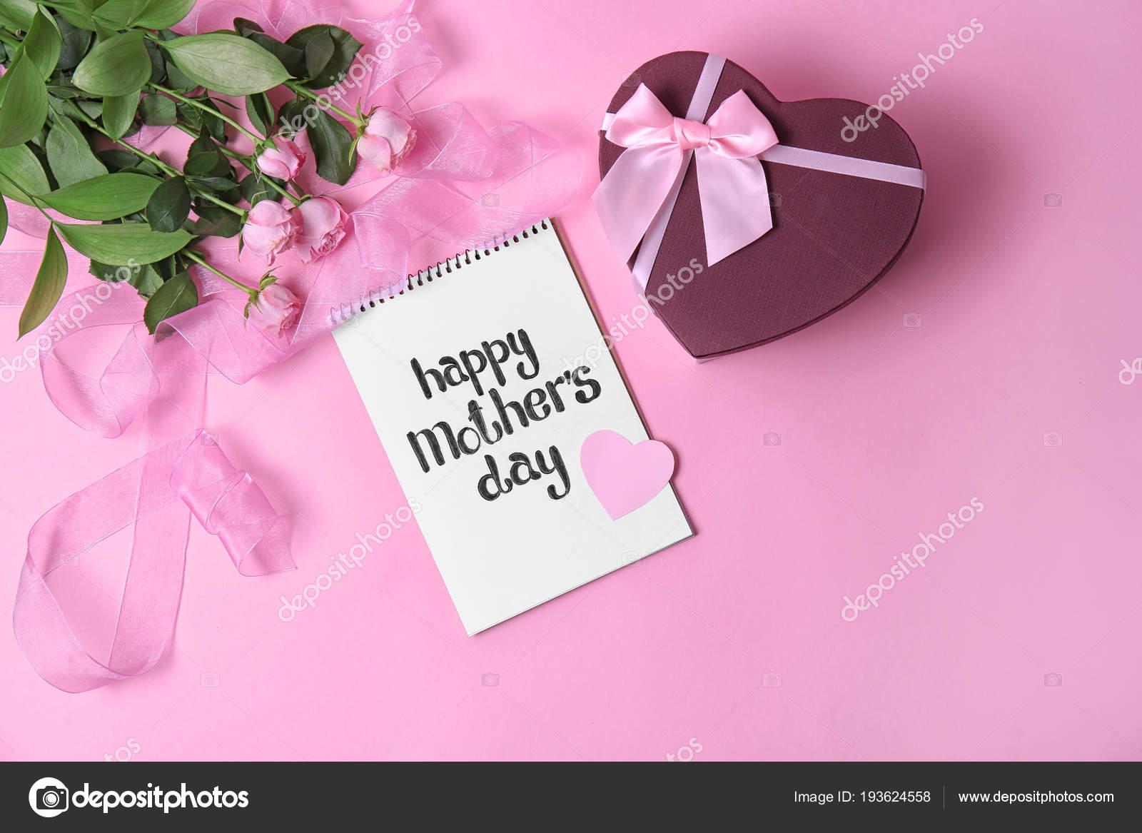 Cuaderno Con La Frase Día De La Madre Feliz Flores Y Caja