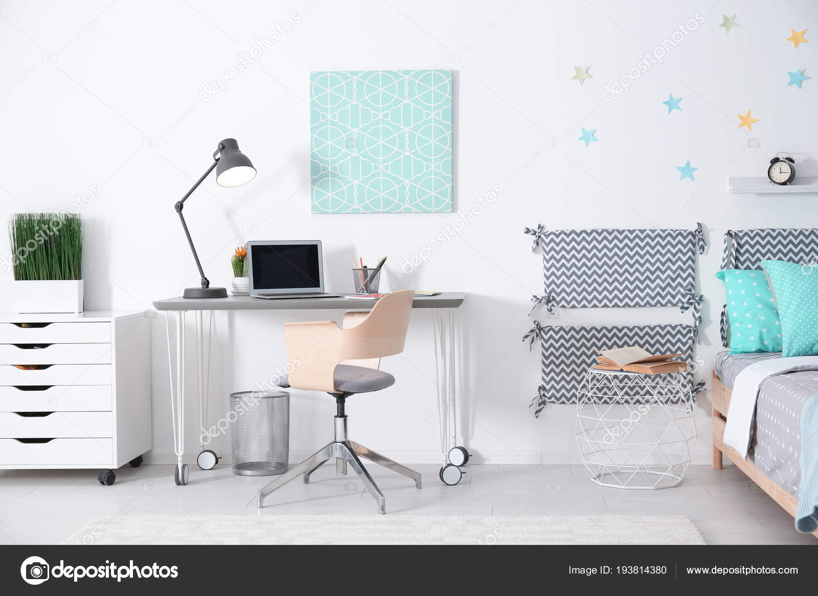 Intérieur Chambre enfant moderne avec lit confortable et ...
