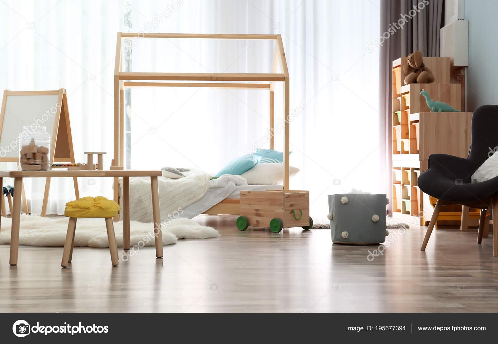 Réglage intérieur de chambre enfant moderne. Idée de décoration ...