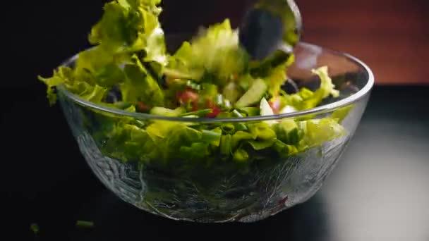 Zeleninový salát se vmíchá glass cup