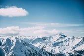 Schöne schneebedeckte Berggipfel im Skigebiet Mayrhofen, Österreich