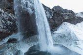 vodopád v zimě