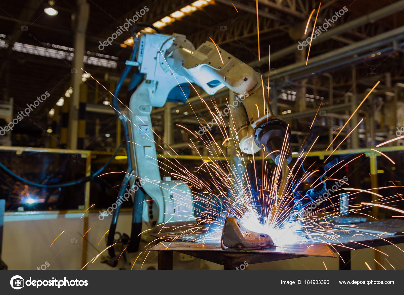 Zaktualizowano Robot Jest Spawanie Metalowe Części Fabryce Samochodów — Zdjęcie XA95
