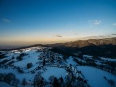 Fotografie Letecký pohled na krásné zimní krajina s kopci a budov, Německo