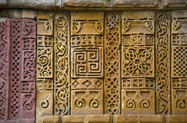 Stone carvings on outer wall of Jami Masjid (Mosque), UNESCO protected Champaner - Pavagadh Archaeological Park, Gujarat, India.