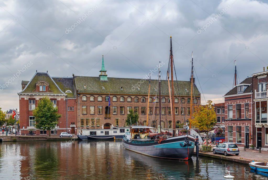Galgewater, Leiden, Netherlands — Stockfoto © borisb17 ...