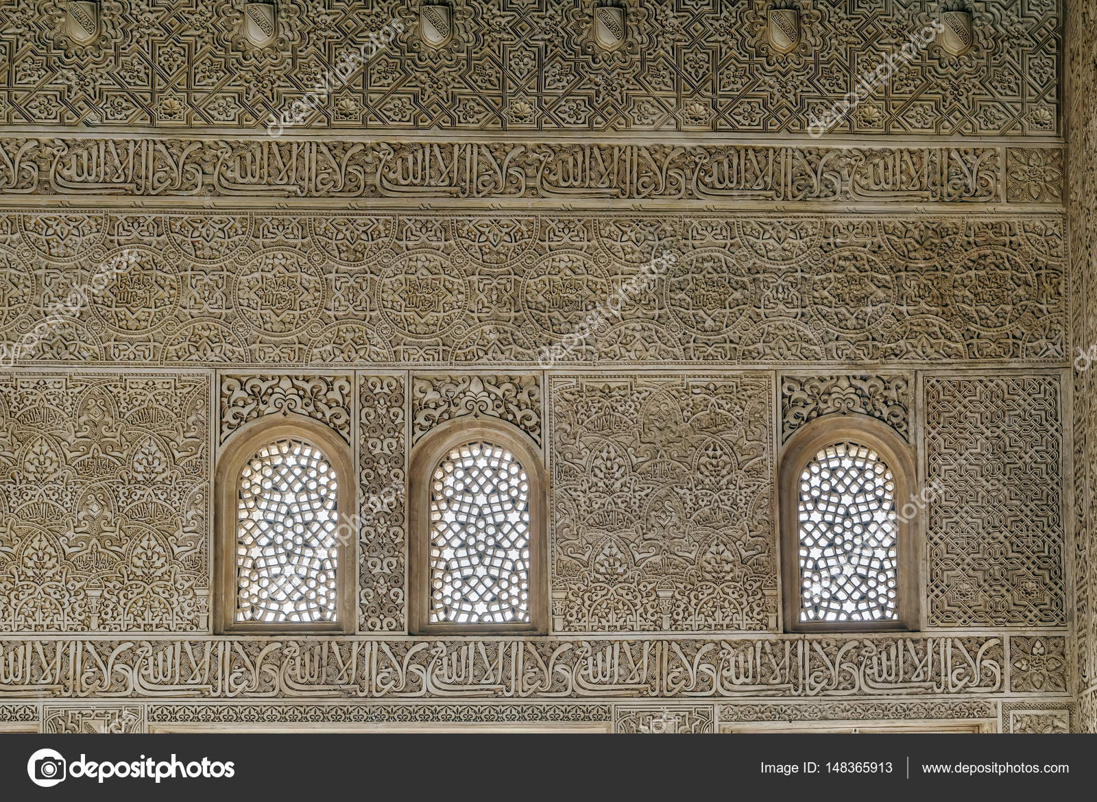 Wall with Arabesque in Alhambra palace, Granada — Stock