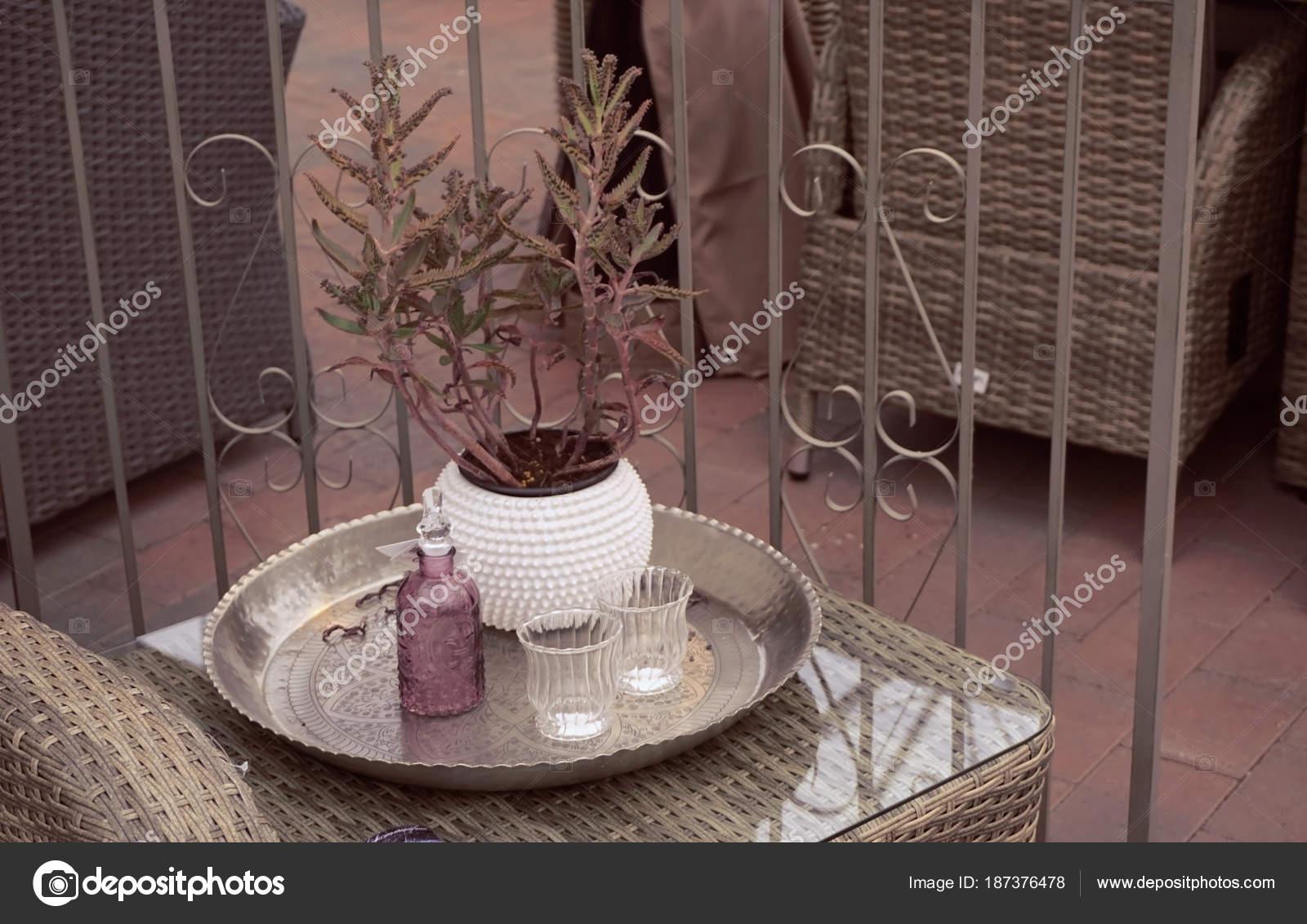 — Décoration Style Basse Table Véranda Scandinave Photographie Sur cL3Aq54SRj