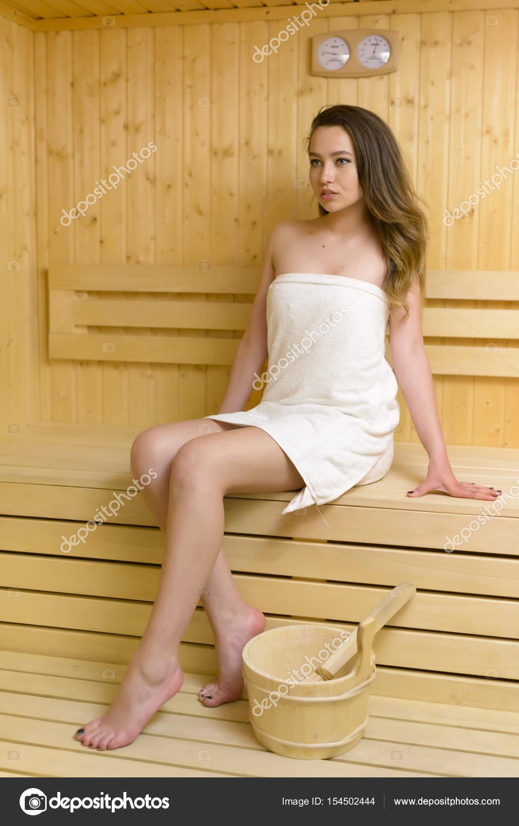 Schöne Frau genießt Sauna - Stockfotografie: lizenzfreie