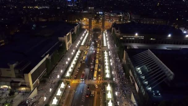 Letecké noční pohled z náměstí Plaza Espanya, Barcelona, Španělsko