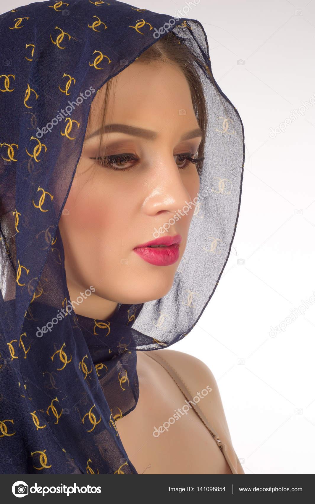 Muslim beautiful girl in the red dress and the hijab \u2014 Stock Photo