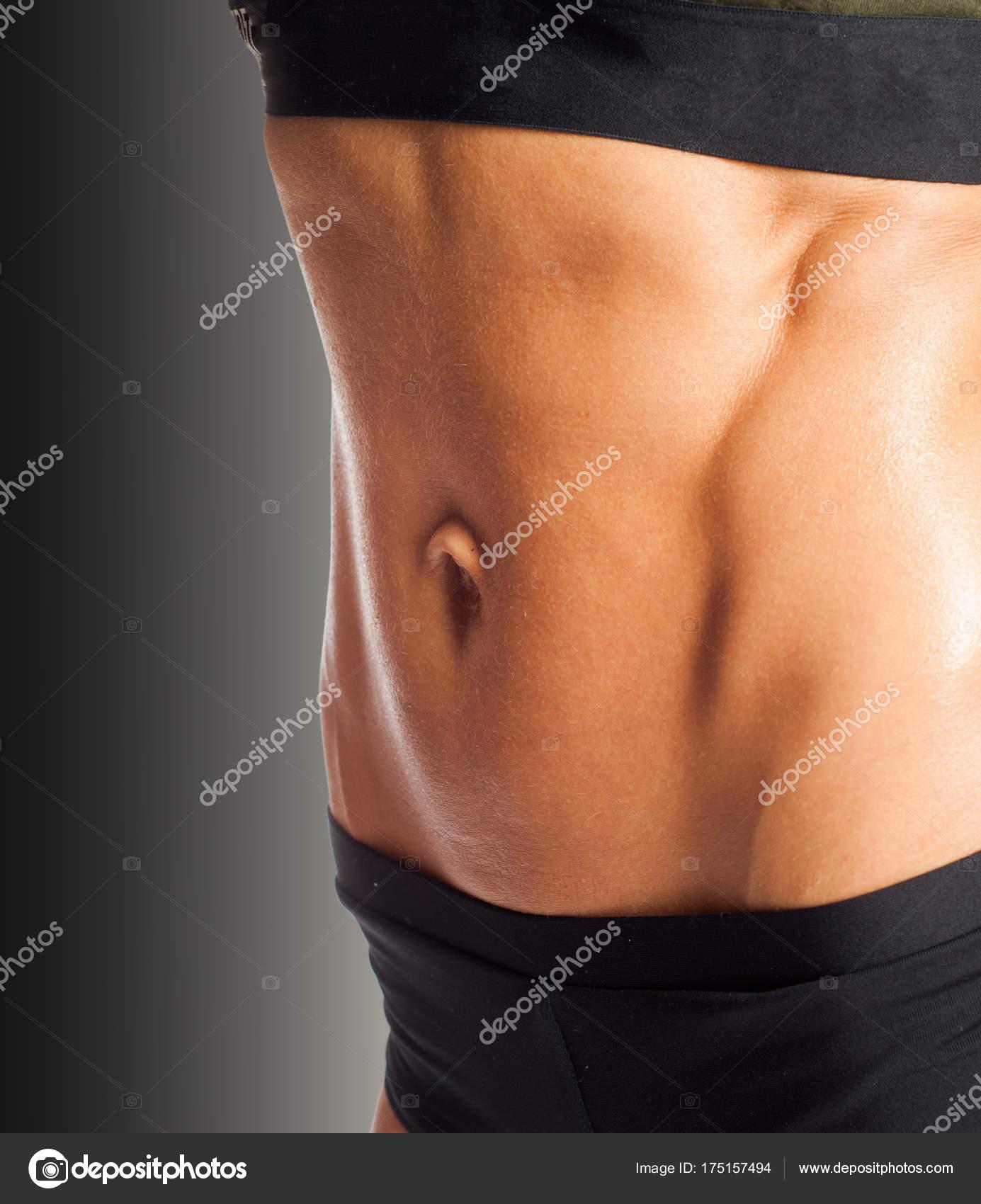 Foto von einer Frau Bauch. Mit Hilfe der Bauchmuskeln — Stockfoto ...
