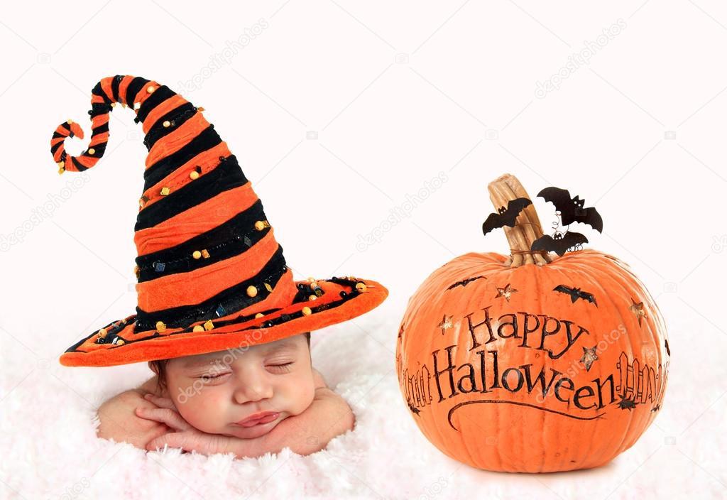 Halloween Bebe halloween baby and pumpkin — stock photo © hannamariah #128235902