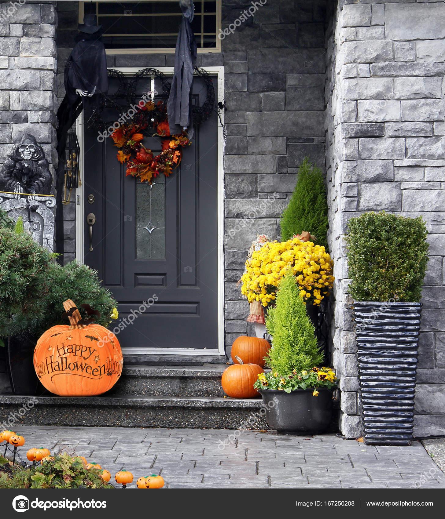 Halloween décoré maison — Photographie Hannamariah © #167250208