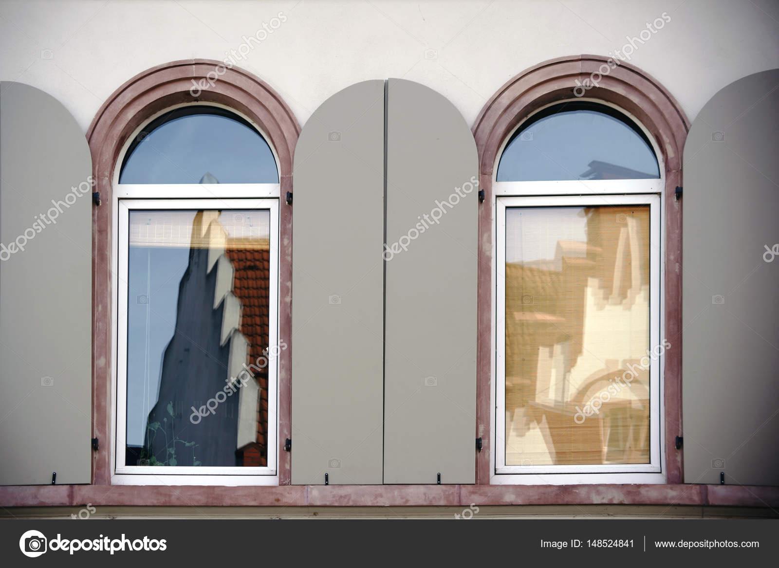 Finestre ad arco tonde con riflessi foto stock ginton - Finestre ad arco prezzi ...