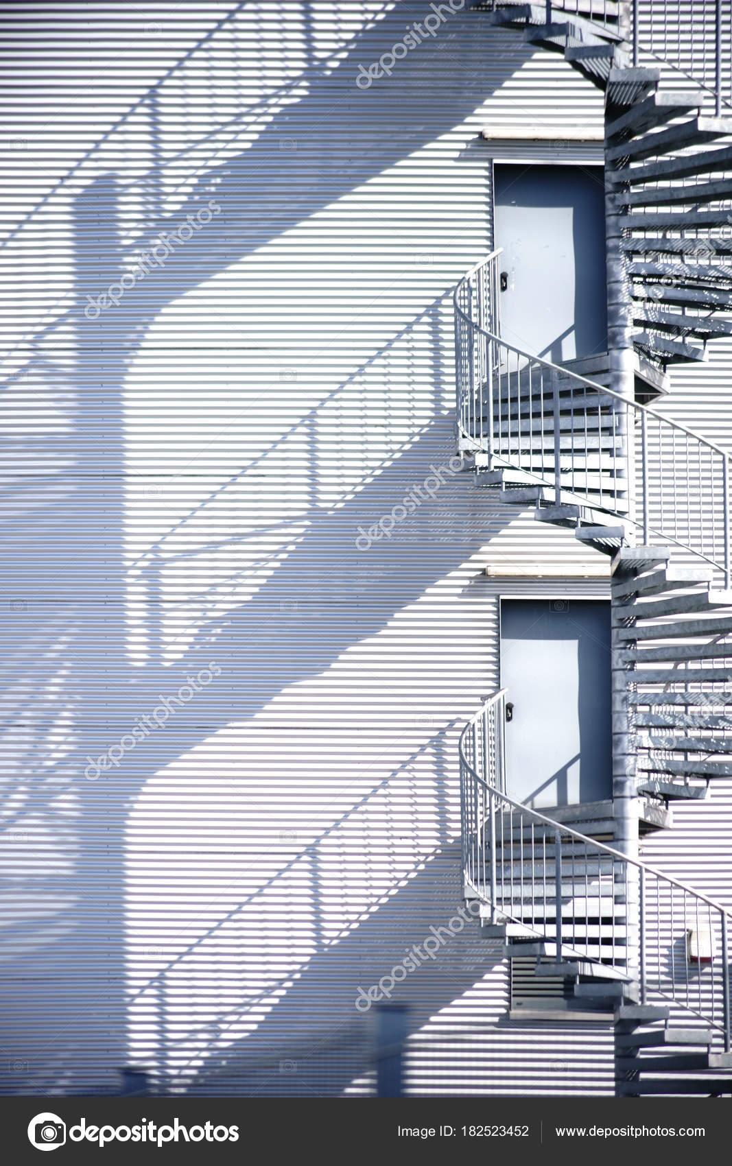 sortie secours construction escalier colima on escalier secours sur c t industriel. Black Bedroom Furniture Sets. Home Design Ideas