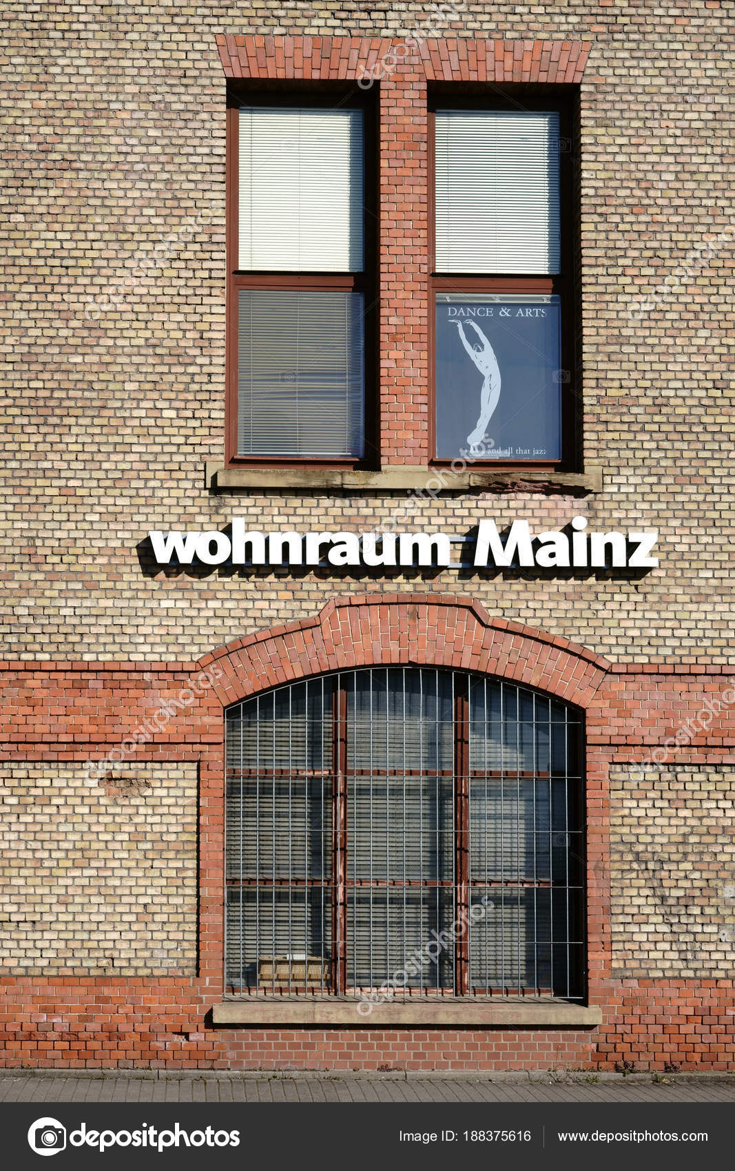 Möbel Markt Wohnraum Mainz Das Logo Der Wohnungseinrichtung Markt