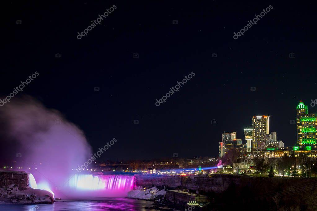 Horseshoe Falls with the skyline of Niagara
