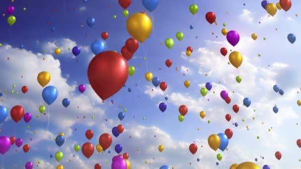 Barevné balónky / / slavnostní a stranické Video 1080p pozadí smyčky. Spousta barevných balónků jemně vyšplhat až na zataženo, slunečné oblohy. Úžasně klidná a uvolněná video smyčka.