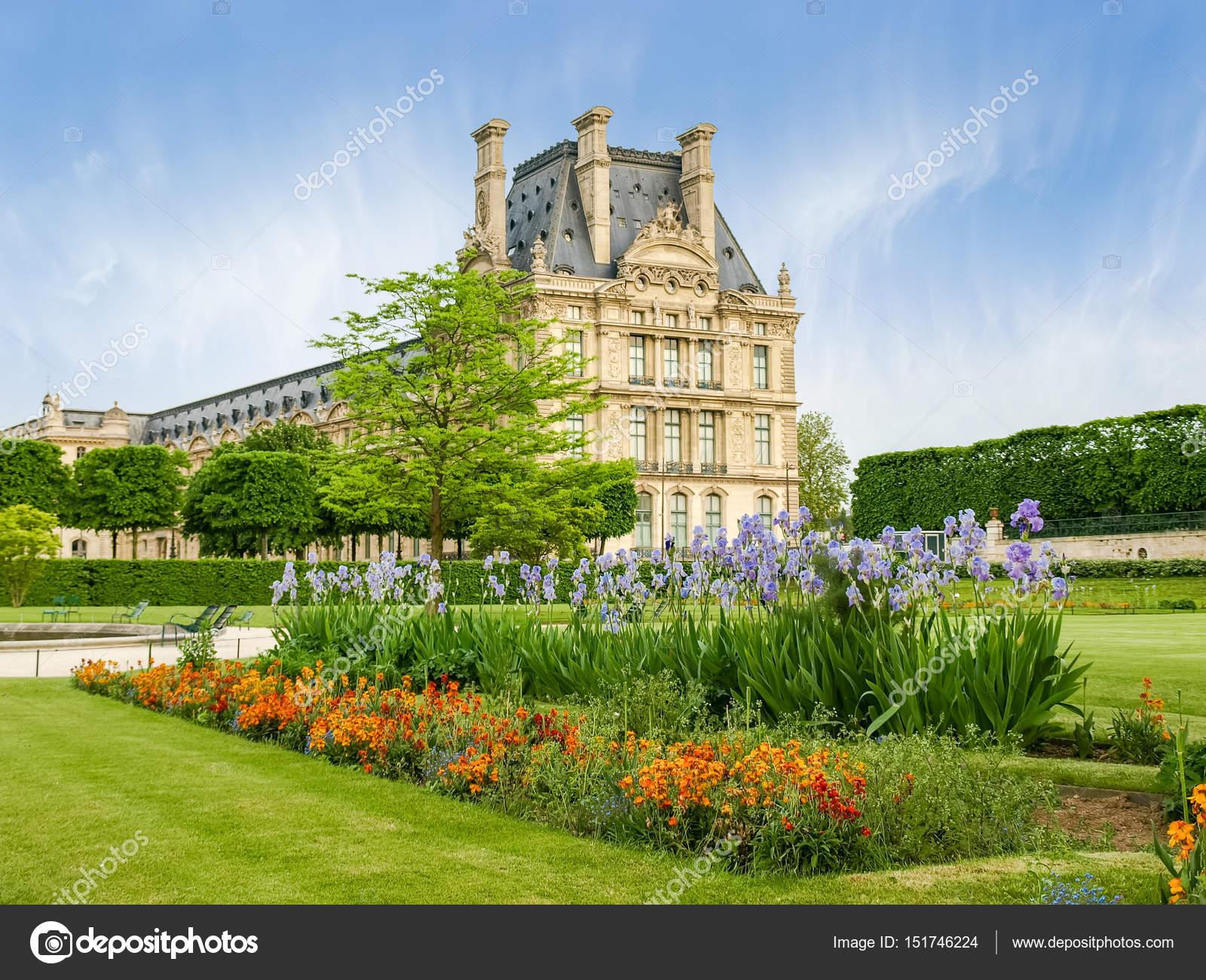 Blumenbeet in den Jardin des Tuileries in Paris — Stockfoto ...