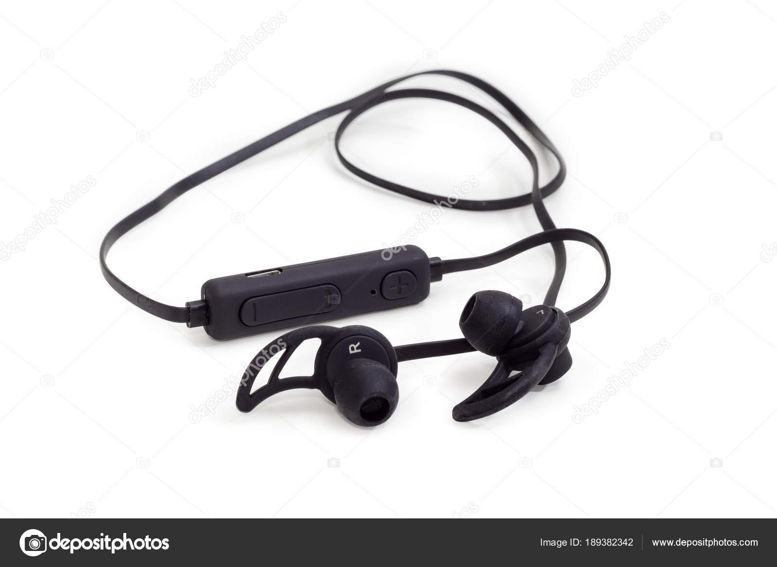 Closeup di auricolari wireless nero su sfondo bianco — Foto Stock ... 4fc47863fed0