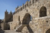 Fotografie View of the wall promenade surrounding the Old City , Jerusalem, Israel