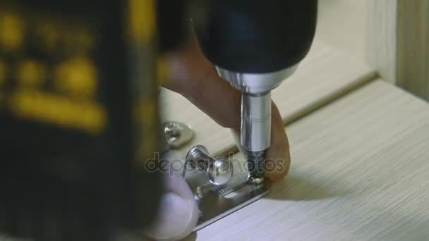 Montáž nábytku elektrické nářadí