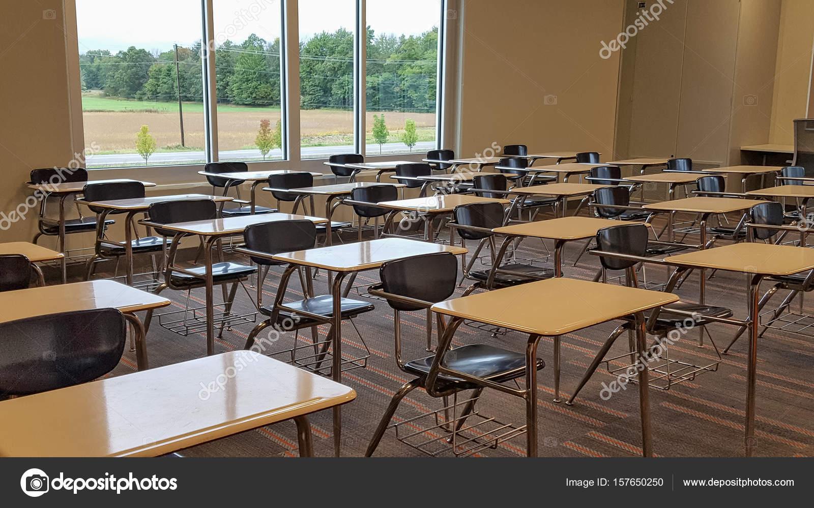 Pictures : empty school desk | Empty school desks in ...