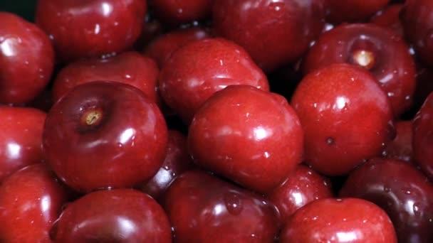 Vörös érett cseresznye bogyók