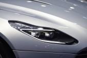 Auto interiorchassis a pruhy kolem auta komponenty vypadají krásné auto. Světlomety vozu vypadat stylově.