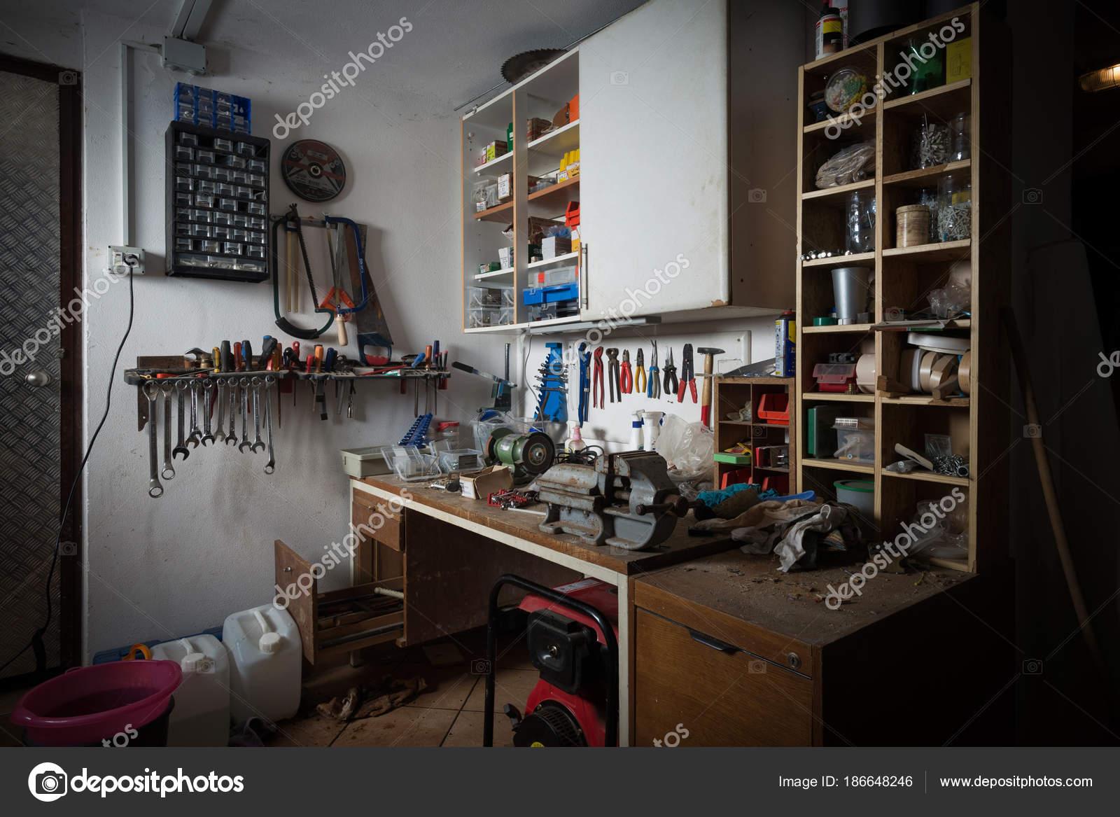 werkbank garage garage einrichten schn fr heimwerker werktisch und werkbank selber with. Black Bedroom Furniture Sets. Home Design Ideas