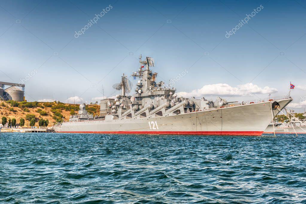 黒海艦隊の戦艦が、クリミア半島...