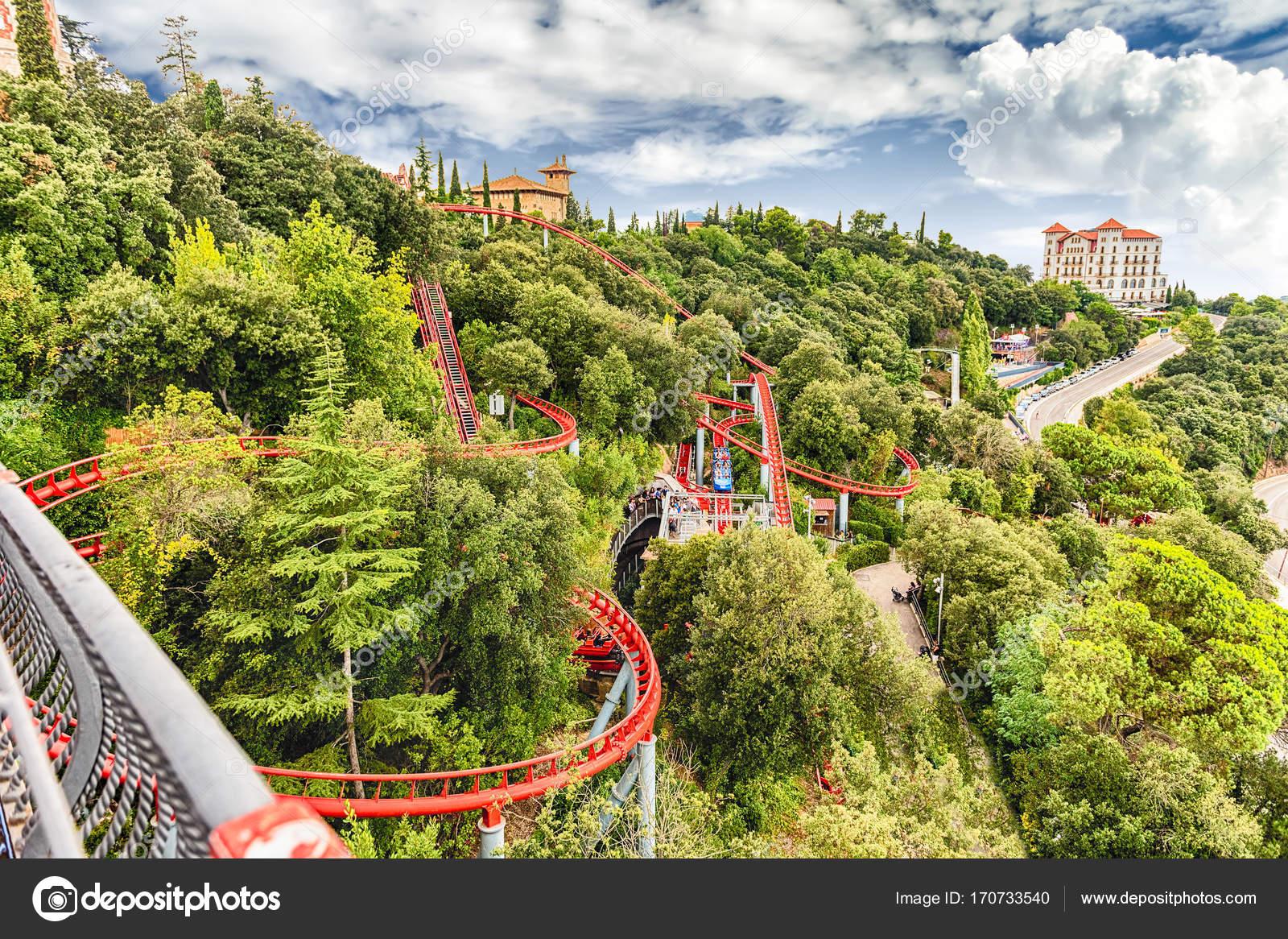 attraction de montagnes russes au parc d attractions de tibidabo barcelone catalogne espagne. Black Bedroom Furniture Sets. Home Design Ideas