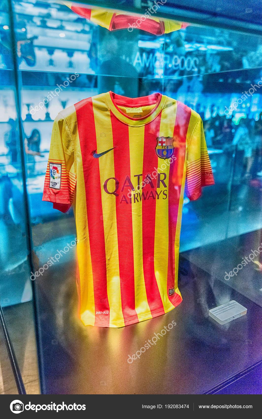 39aa957ea BARCELONA - AUGUST 11  FC Barcelona away shirt
