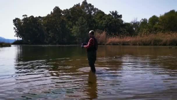 Hisaronu Orhaniye, Marmaris - Mugla / Törökország. Halászat a folyónál Hisaronuban.