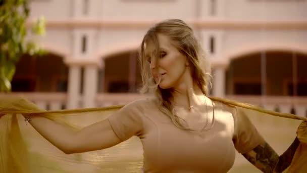 Відео большой груді, зрелые во все дыры русское видео