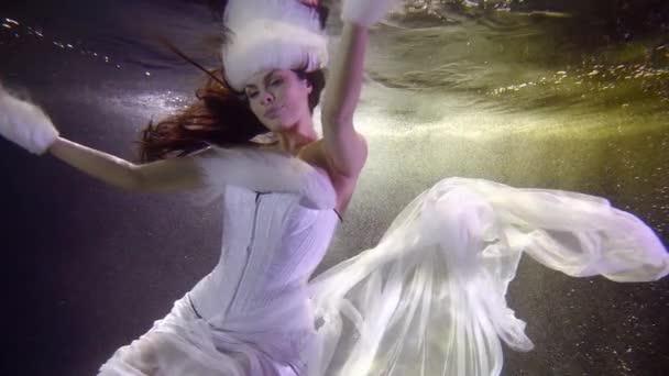 lány hó leány ruha sifon víz alatti lassított felvétel