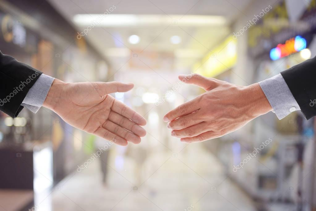 Geschäftsvereinbarung im departmentstore — Stockfoto © jesadaphorn ...