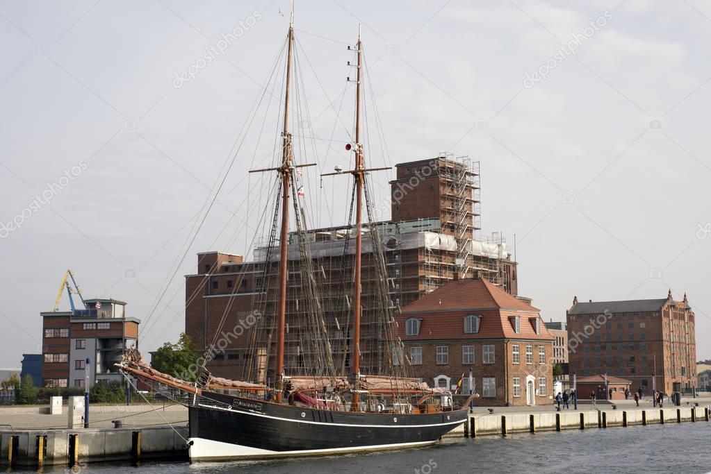 Alten Hafen Wismar — Redaktionelles Stockfoto © camema #130168692
