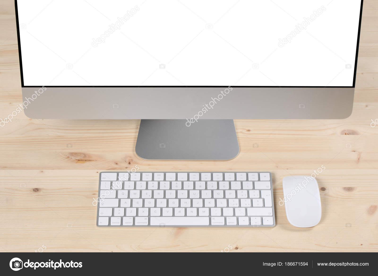 Scrivanie Ufficio In Legno : Scrivania legno ufficio computer u stock photo andreanissotti