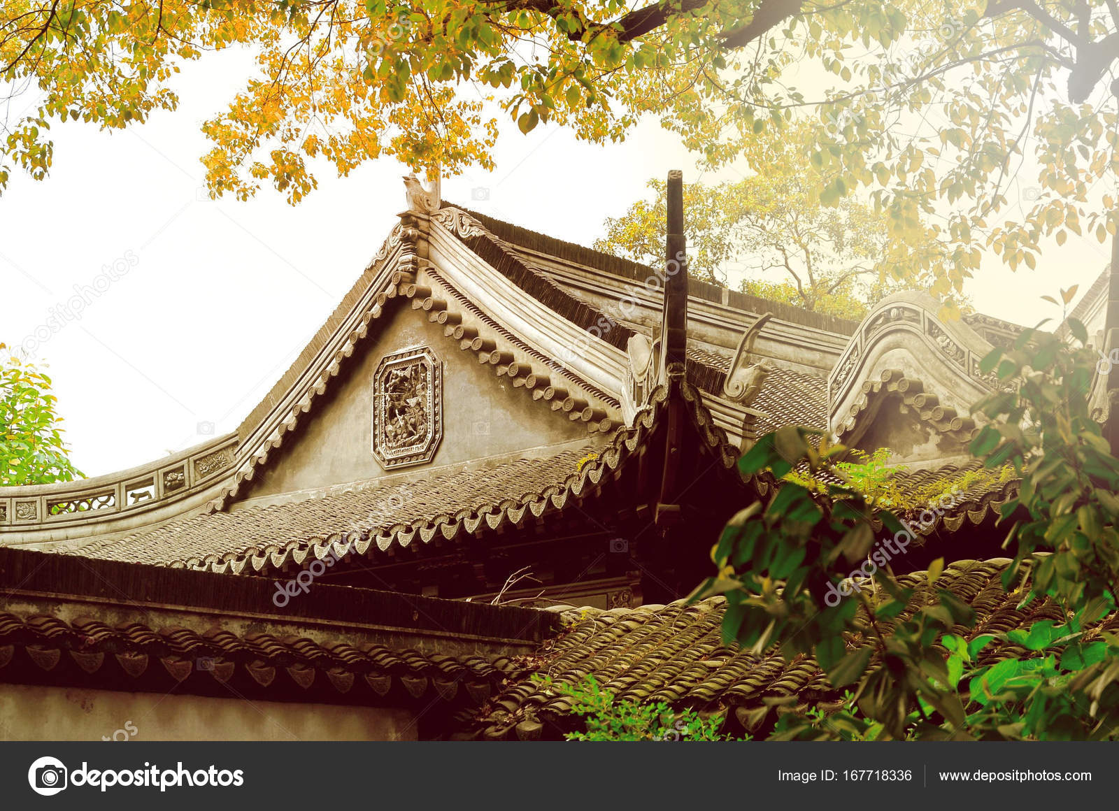 traditional chinese roof architecture in yu yuan gardens shanghai
