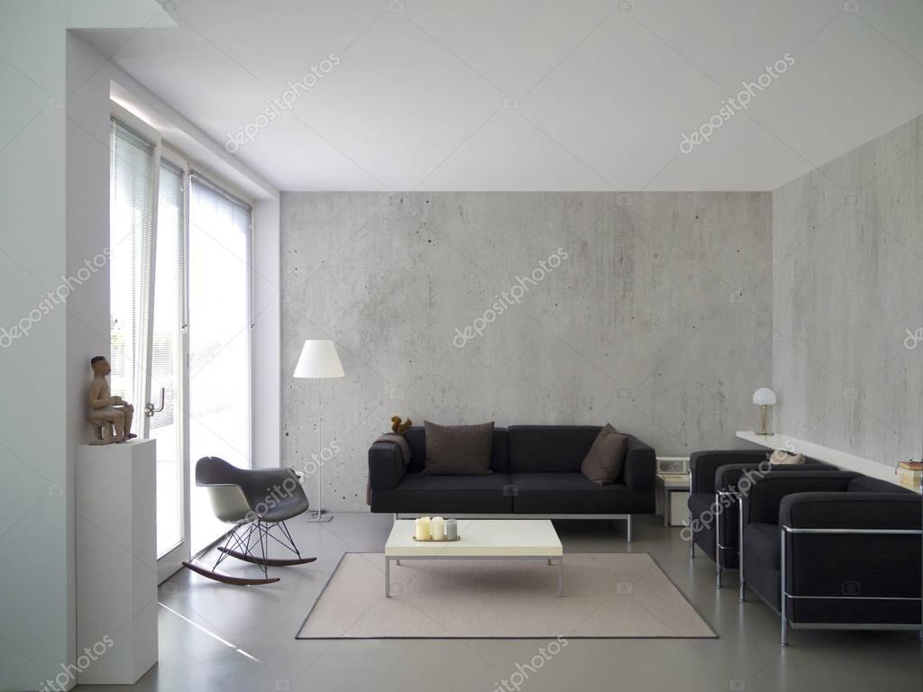 salon contemporain avec mur de béton — Photographie numismarty ...